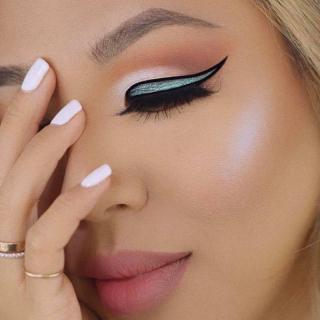 Tečni iluminator L.A. Girl Luminous Glow Skin Illuminator - Moonlight